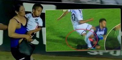 Ayağı kırılan futbolcunun Annesi sahaya daldı! | İZLEYİN