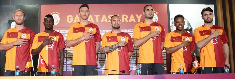 Galatasaray'ın yeni sezon forması tanıtıldı