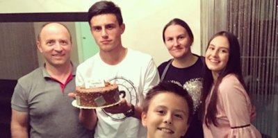 Eljif Elmas 18. yaşını kutladı