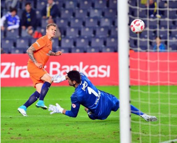 Podolski'den Fenerbahçe taraftarını kızdıran paylaşım