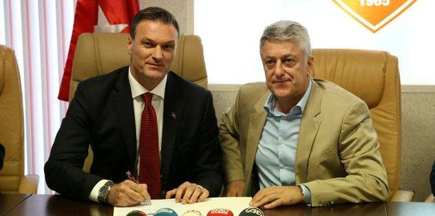 Samsunspor'da Özalan imzaladı