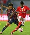 Benfica, liderli�ini s�rd�rd�