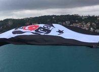 Şampiyon Beşiktaş'ın bayrağı köprüde